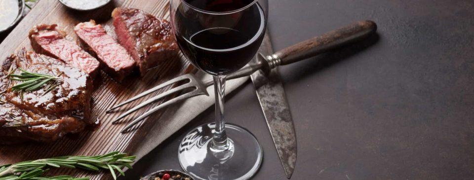 """Thịt Bò Và Rượu Vang - Cặp Đôi """"Quý Tộc"""" Không Thể Tách Rời"""