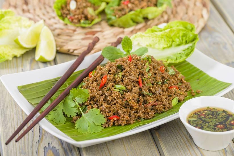 Lạp là món salad khá đặc trưng trong thực đơn các nhà hàng Đông Nam Á như Thái Lan, Lào, Campuchia.